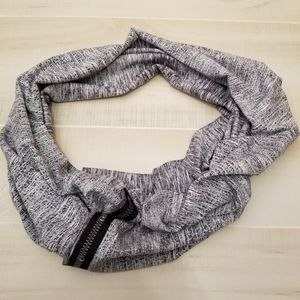 {OS} Ivivva Village Chill Scarf Black and White